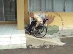 Ramp sangat curam, tidak akan bisa dilalui oleh pengguna kursi roda